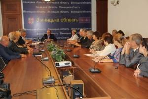Губернатор Коровій з письменниками